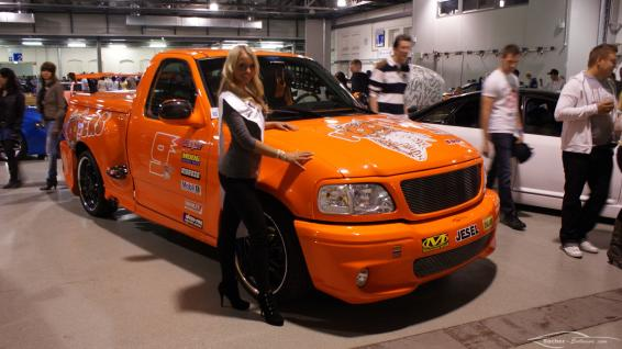 Mandy Lange neben Sacher-Exclusive Ford F150 Lightning (Miss Tuning 2011)