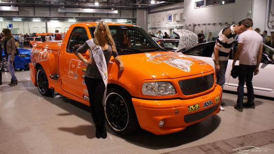 Mandy Lange neben Sacher-Exclusive Ford F150 Lightning (Miss Tuning 2011) @ xsc