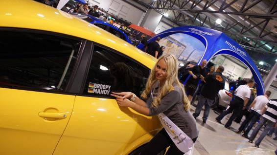 Mandy Lange neben Sacher-Exclusive seat Leon (Miss Tuning 2011) @ xsc